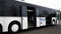 MAN Lion's Regio Schiebetür und Gepäcktür offen Außenansicht - Musshoff Touristik Lippstadt